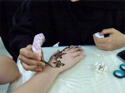 arabische schriftzüge tattoo